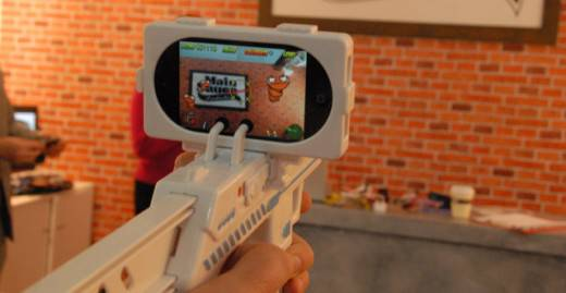 The-Appgun-a-gun-for-your-iPhone-or-Touch-1
