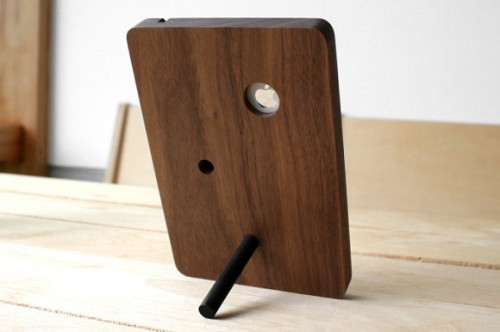 BaseStation-iPhone-4-Stand_1-500x332