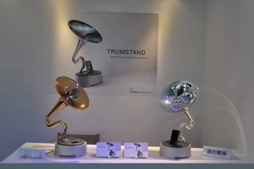 04307972-photo-gramophone-trumstand-pour-iphone-computex