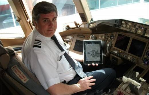 ipad-in-pilot-cabin-first-officer-kelly-caglia-of-american-airlines-with-an-ipad-in-a-boeing-777