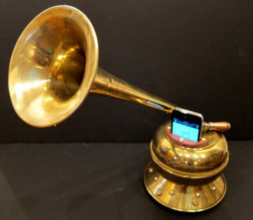 iphone_victrola-500x435
