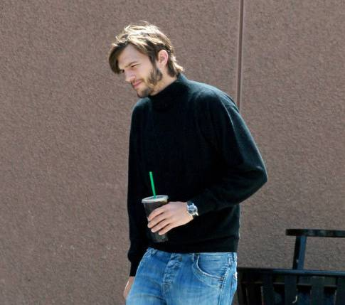 0511-ashton-kutcher-steve-jobs-apple-launch-2
