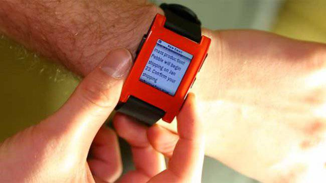 pebble_smartwatch_wrist