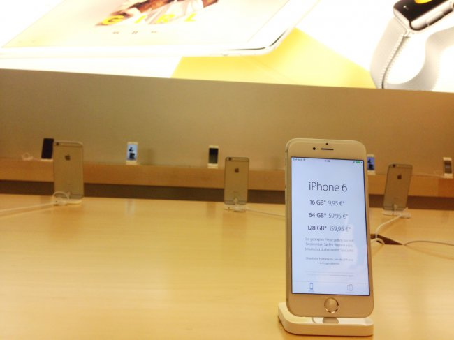 iphone-pricing-store-stand