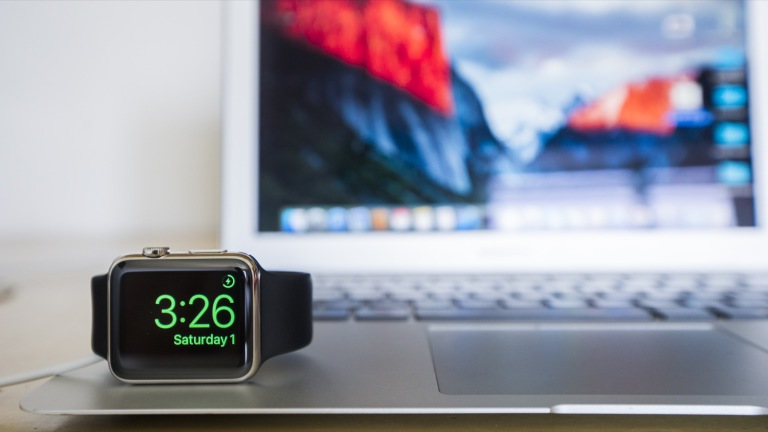 Apple_Watch_and_MacBook_Air