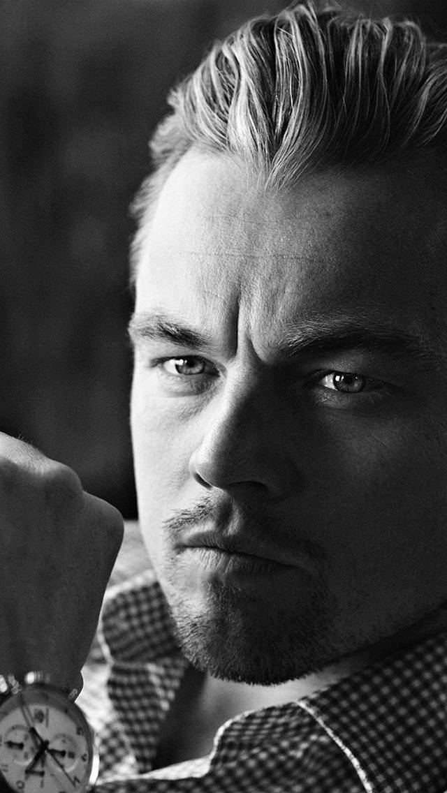 leonardo-dicaprio-watch-iphone-5